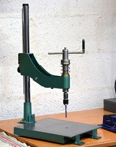 Manual Thread Tapping Machine: 8 Steps (with Pictures) Metal Working Tools, Metal Tools, Metal Welding, Homemade Tools, Diy Tools, Vertical Milling Machine, Steel Fabrication, Metal Workshop, Drill Press