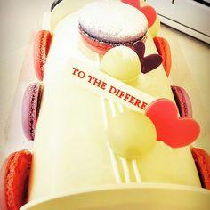 투더디프런트 발렌타인데이 한정판 화이트 쇼콜라 2월8일부터 구매 가능합니다♥  #Foodstgram#Yammy#Saint Valentine's Day#Chocolate#Present#Propose#For man For him#Event#White Chocolat#Roll Cakes#Limited Edition #Cakes#Heart#Love#Couple#Macaron #먹스타그램#맛집# 발렌타인데이#초코렛#선물#고백#남자친구 선물# 이벤트#화이트쇼콜라#롤케잌#한정판#케잌#하트#사랑#커플#마카롱