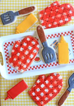BBQ and oven mitt cookies