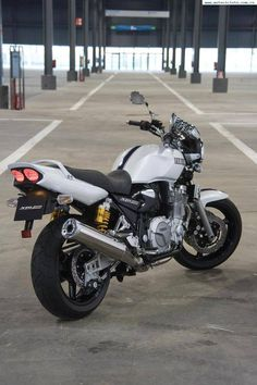 XJR 1300 Yamaha Xjr, Yamaha Motorcycles, Cars And Motorcycles, Kawasaki Cafe Racer, Yamaha Cafe Racer, Xjr 1300, Retro Bike, British Motorcycles, Sport Bikes