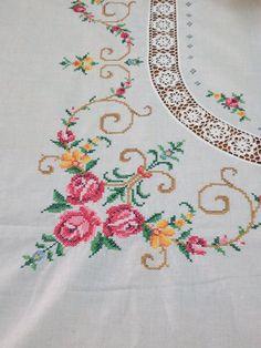 Vintage Embroidered Tablecloth and 11 Napkins Yellow Tablecloth, Crochet Tablecloth, Vintage Cross Stitches, Vintage Embroidery, Cross Stitch Rose, Cross Stitch Flowers, Cross Stitching, Cross Stitch Embroidery, Spring Tablecloths