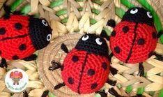 Mariquita Roja Amigurumi - Patrón Gratis en Español Crochet Toys Patterns, Stuffed Toys Patterns, Crochet Crafts, Crochet Projects, Crochet For Boys, Knitting For Kids, Crochet Amigurumi, Knit Crochet, Crochet Hot Pads