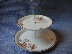 Myrna kaksikerrosvati   Arabian vanhat astiat - Wanhat Kupit verkkokauppa Tiered Cakes, Finland, Retro, Vintage, Vintage Comics, Retro Illustration