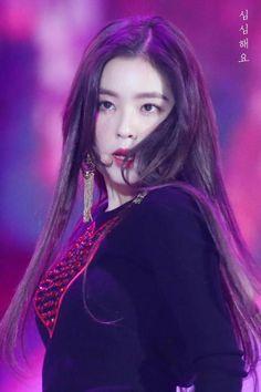 Red Velvet - Irene South Korean Girls, Korean Girl Groups, Red Velvet Cookies, Red Velvet Irene, Queen Bees, Peek A Boos, Beautiful Asian Girls, K Pop, Korean Singer