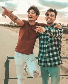 Hermosos los amoo Hugs, Gay Couple, Adult Humor, Funny Comics, Relationship Goals, Youtubers, Lgbt, Instagram, Couple Photos