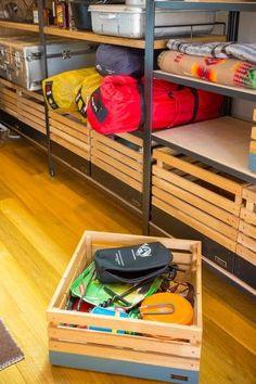 キャンプ道具が入った「INOUT」オリジナルのボックスは、このままキャンプに持って行く。家に帰ったらそのままラックに戻す。 Camping Room, Camping Storage, Camping Organization, Shop Organization, Garage Storage, Camping Gear, Outdoor Store, Outdoor Life, Outdoor Gear