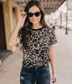 Mustard Seed Leopard Print Top - Women's Shirts/Blouses in Leopard Cheetah Print Shirts, Leopard Print Outfits, Leopard Shirt, Leopard Print Top, Blusas Animal Print, Trendy Outfits, Cute Outfits, Summer Outfits, Look Cool