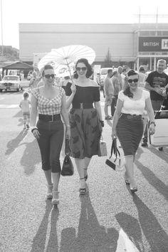 vinatge vixens rockabilly pinup friends parasol