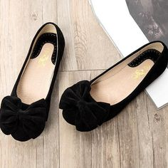 Creative Bowknot Suede Comfortable Flat Shoes Sneaker - MeetYoursFashion - 10 - - Creative Bowknot Suede Comfortable Flat Shoes Sneaker – MeetYoursFashion – 10 Source by Black Flats Shoes, Casual Shoes, Shoes Sneakers, Cute Flats, Cute Shoes, Pretty Shoes, Beautiful Shoes, Soft Heels, Comfortable Flats