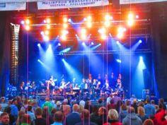 Mallorca Schlager von den Dubbos auf dem Festival Musikprob Pfullendorf. BauFachForum Baulexikon Seepark Pfullendorf. www.BauFachForum.de.
