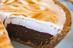 Peanut Butter S'mores Merengue Pie!
