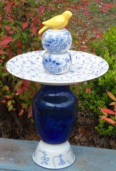 Garden Totems, Glass Garden Art, Glass Art, Glass Garden Flowers, Bottle Garden, Garden Pond, Recycled Yard Art, Recycled Glass, Recycled Garden