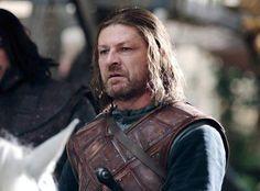 Ned Stark (Sean Bean) : Le roi (du Nord) est mort, vive le roi !!!  (Saison 1, épisode 9)