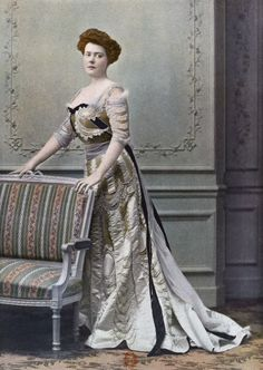 """1901 February, Les Modes Paris - Ball gown """"Souveraine"""" by Beer"""