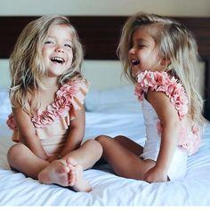 Little Girl Outfits, Cute Little Girls, Little Babies, Kids Outfits, Cute Kids Photos, Cute Baby Pictures, Twin Baby Girls, Cute Baby Girl, Cute Twins