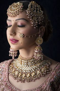 Diamonds & Gold - Indian Bride's dream jewellery! Love this look - let's custom make your favourite design at unbelievable prices ! Save up to 30% on your Hallmark gold purchase - Ask us how - @ www.brilliantcut.co.in Pakistani Bridal Jewelry, Indian Bridal Jewelry Sets, Indian Bridal Makeup, Indian Wedding Jewelry, Bridal Accessories, Bridal Jewellery Collections, Bridal Lehenga, Bridal Makeup Images, Set Fashion