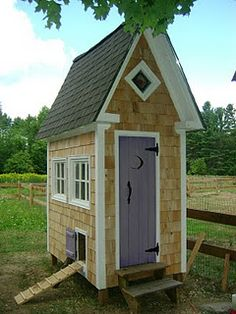 This little house has 6 nests, a steeped roof that's great for ventilation, custom stained glass windows.chickens have never had it so good. BlueRidgePetCenter: Perfect Small Coop for Silkies Fancy Chicken Coop, Chicken Coop Decor, Chicken Coop Designs, Chicken Runs, Chicken Coops, Chicken Houses, Chicken Feeders, Chicken Life, Silkie Chickens