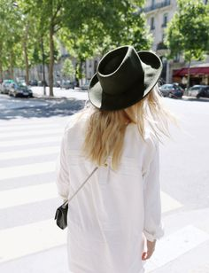 I need need need a fedora hat. Jean Genie, Young Money, Spring Fashion, Women's Fashion, Minimal Outfit, Silky Dress, Beautiful Streets, Neutral Outfit, Scandi Style