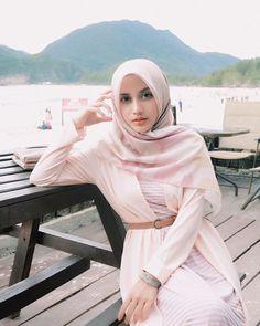 Iranian Women Fashion, Womens Fashion, World's Cutest Girl, Girl Hijab, Hijab Fashion, Cute Girls, Nova, Face, Casual