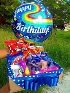 Diy Father's Day Gifts, Father's Day Diy, Happy Birthday Gifts, Unique Birthday Gifts, Homeade Gifts, Weird Gifts, Candy Crafts, Diy Presents, Candy Bouquet