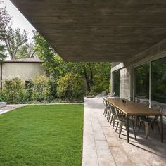 d8mart.com Nature and Concrete Meet Canadian Home. ⠀⠀⠀⠀⠀⠀ Architect:… #canada #beach #toronto #realestate #lux Mens Style