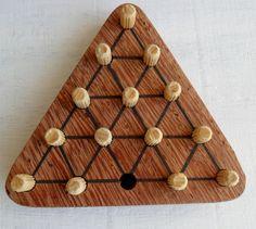 Resta um triangular - desafio em madeira