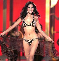 Đứng vị trí số một là Honey Lee. Honey Lee là một người đẹp Hàn Quốc nổi tiếng trên thế giới. Cô đăng quang hoa hậu Hàn Quốc năm 2006 và là Á Hậu 3 của cuộc thi Hoa Hâu Hoàn Vũ năm 2007 khi đại diện cho Hàn Quốc tham dự cuộc thi. http://www.toiyeuhanquoc.com/top-11-nguoi-dep-han-quoc-nong-bong/