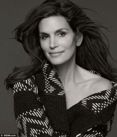 Cindy Crawford Unveiled Fashion Collection - Cindy Crawford is the founding member of the supermodel club and is one of the most successful fashion models of all time. And with the age of slowing down is not in her vocabulary yet. Mature Fashion, Timeless Fashion, Fashion Models, Cindy Crawford Photo, Beautiful People, Most Beautiful, Portraits, Fashion Photography Inspiration, Celebs