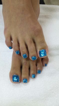 Pretty Nails with Gold Details nails ideas nails design Manicure Ideas featured Blue Toe Nails, Toe Nail Color, Toe Nail Art, Nail Colors, Glitter Toe Nails, Blue Toes, Fabulous Nails, Gorgeous Nails, Pretty Nails