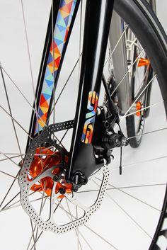 I like this trend of doing some graphics, pinstripping inside the forks