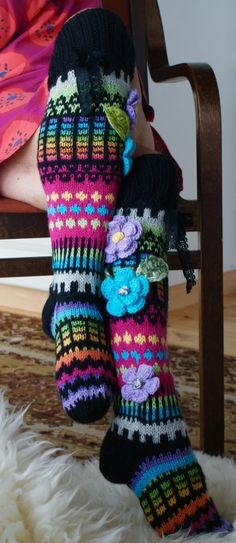 Anelmaiset added 92 new photos to the album: Kukkasukkia. Crochet Socks Pattern, Crochet Stitches, Knitting Patterns, Knit Crochet, Yarn Projects, Crochet Projects, Knitting Socks, Baby Knitting, Crochet Leg Warmers
