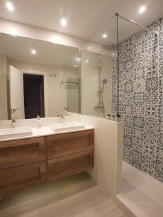 Modern Small Bathrooms, Modern Bathroom, Master Bathroom, Behindertengerechtes Bad, Bathroom Interior Design, Bathroom Inspiration, Sweet Home, House Design, Flood Barrier