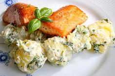 Varme rømmepoteter med basilikum oghvitløk (hot sour cream potatoes with basil and garlic) #4ingredients #potetsalat #potato_salad #kvitloek #vegetarian #easy #sidedish #grillmat