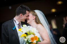 Des jeunes mariés sincèrement heureux et amoureux !  Félicitations à tous les deux (à voir sur le blog du photographe de mariage http://www.rsphoto.fr/blog )