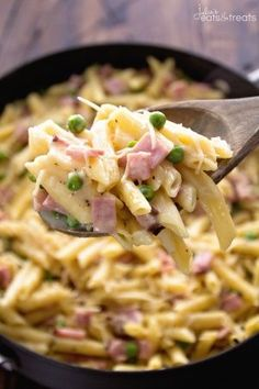 One Pot Ham & Penne Skillet Recipe ~ Delicious Pasta Perfect for a Quick Dinner! Loaded with Ham, Penne and Peas! ~ http://www.julieseatsandtreats.com