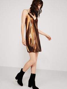 leave the lbd at home this season in favour of a more fashion-forward option. introducing our metallic slip dress, finished in a striking bronze fabric with elegant straps and a show-stopping plunge neckline. opt for black accessories to counterbalance the copper-like sheen, with shimmery eyes to finish.main fabric: 96% polyester 4% elastane lining: 100% polyesteritem no. 74219