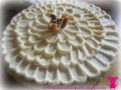 Best and prettiest ever carrot cake! Carrot And Walnut Cake, Best Carrot Cake, Cream Cheese Frosting, Pastries, Carrots, Cake Recipes, Pie, Celestial, Cakes