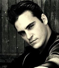 Joaquin Pheonix....There is something about this man that I TOTALLY dig!