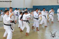 Aulão aberto da Yudansha uniu karatecas e capoeirista na Beija Flor de Nilópolis