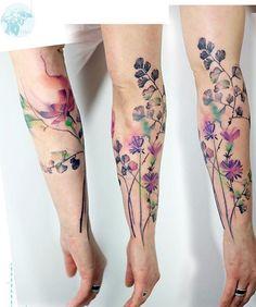 Aquarell Blumen T towierung Tattoos ink watercolortattoo watercolorflowers wat Wrist Tattoos, Finger Tattoos, Body Art Tattoos, Sleeve Tattoos, Diy Tattoo, Tattoo Fonts, Tattoo Ideas, Feminine Tattoos, Trendy Tattoos