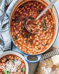 Translated simply as 'pasta and beans' this Italian vegetarian soup is everything you're craving in this chilly weather. Italian Chef, Italian Dishes, Pasta Recipes, Recipe Pasta, Pasta E Fagioli, Small Pasta, Vegetarian Soup, Health Snacks, Main Dishes