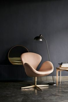This is a special Anniversary edition of the famous Arne Jacobsen Swan chair by Fritz Hansen. Upholstered in Pure leather, with a gold plated base. Fritz Hansen, Chair Design, Furniture Design, Art Furniture, Arne Jacobsen Chair, Swan Chair, Berlin Design, Arquitetura, Industrial Design