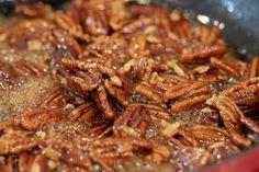 Best Pecan Praline Recipe, Candied Pecans Recipe, Carmelized Pecans, Cinnamon Roasted Pecans, Praline Pecans, Pecan Recipes, Brittle Recipes, Spiced Pecans, Salads