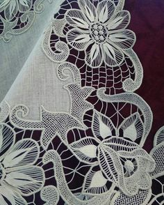 Romanian Lace, Point Lace, Needle Lace, Hand Embroidery, Elsa, Diy And Crafts, Angles, Salons, Embroidery Hoop Crafts