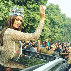 """87.2k Likes, 193 Comments - Instant Bollywood (@instantbollywood) on Instagram: """"Miss World 2017 Manushi Chhillar during her Victory & Homecoming parade in Delhi recently. Follow …"""""""