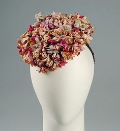 Hat (fall 1939): hat made of cotton and silk, pattern that reflects the season.