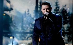 """Country star Chris Young is a guy who works well with others. He teamed up with Cassadee Pope on his recent hit """"Think of You,"""" and his new single, """"Sober Saturday Night,"""" features country music powerhouse Vince Gill. And he's shared the stage with everyone from Brad Paisley to Garth Brooks.Young's new Christmas album, It [...]"""