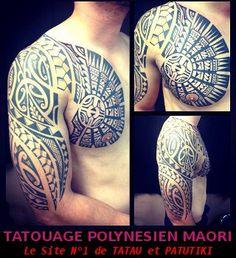 Tatouage Polynésien Patutiki sous forme d'Armure sur le Pectoral et le Haut Bras l'Epaule dun jeune musclé
