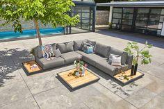 Deze onwijs mooie Kota loungeset van Suns voldoet aan al jou wensen met betrekking tot luxe en comfort. Deze loungeset is gemaakt van gecertificeerd teakhout.