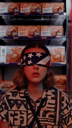 Things fondos de pantalla I love the eggo shrine behind her I love the Bobby Brown Stranger Things, Stranger Things Season 3, Eleven Stranger Things, Stranger Things Netflix, Millie Bobby Brown, Best Tv Shows, Best Shows Ever, Photos Des Stars, Stranger Things Aesthetic